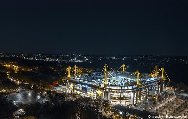 Signal Iduna Park bei Nacht